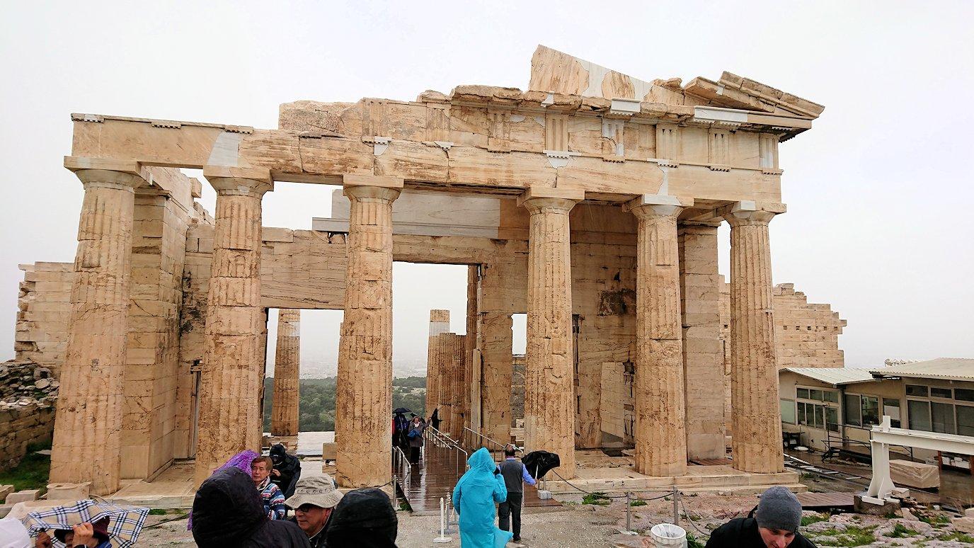 ギリシャのアクロポリス遺跡の正面にて5