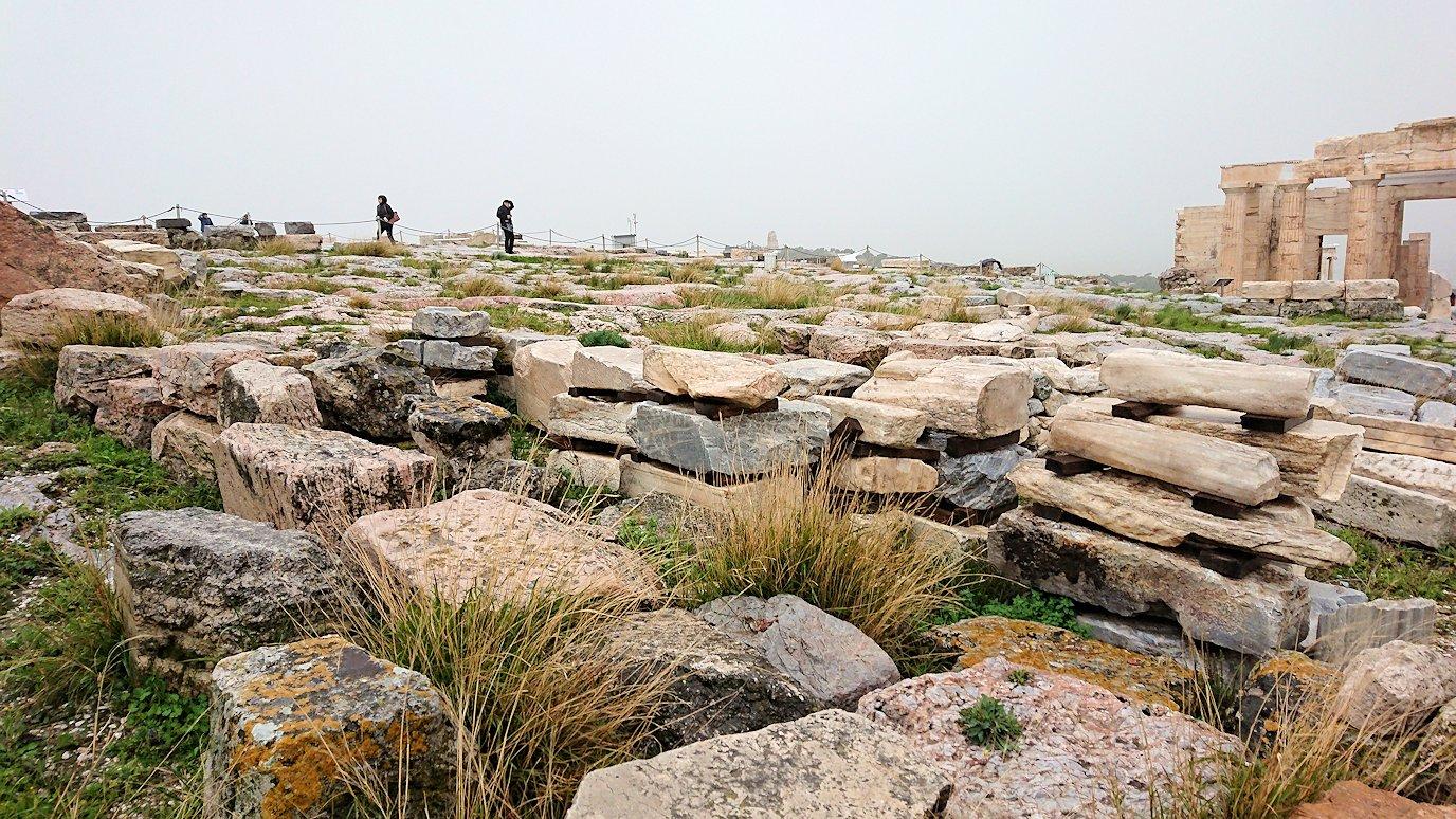 アクロポリス遺跡の石たち
