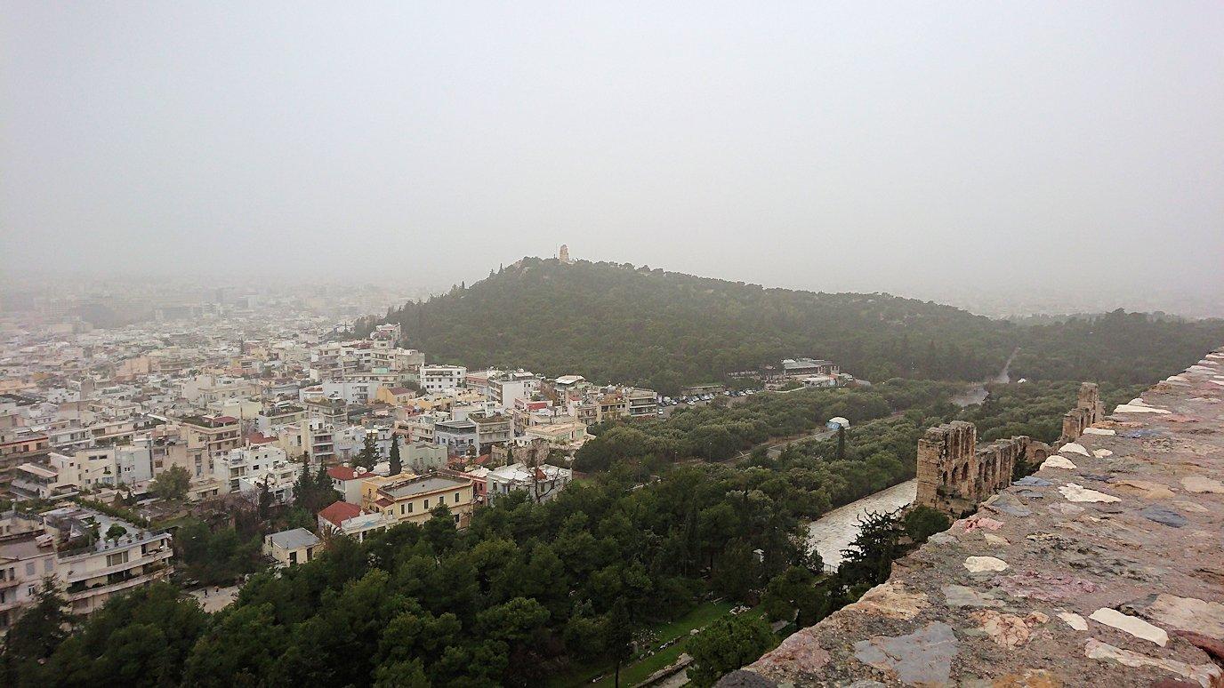 アクロポリス遺跡のパルテノン神殿の南側の景色