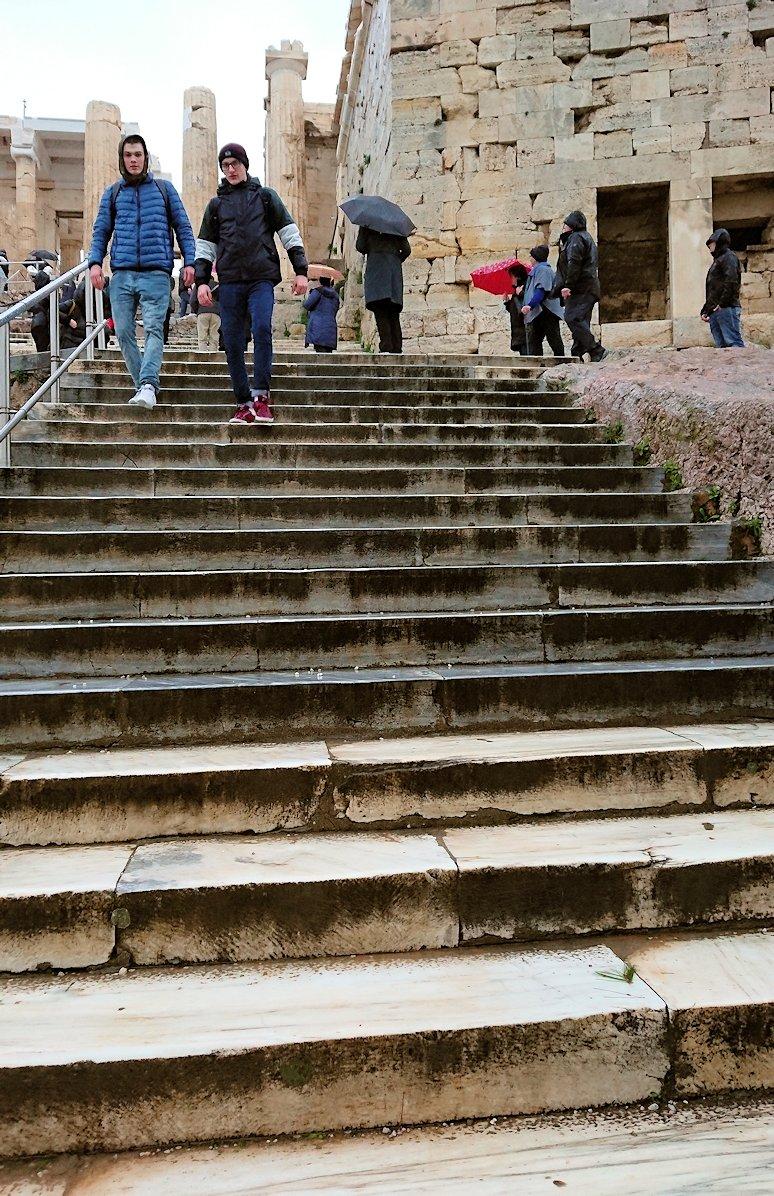 アクロポリス遺跡のパルテノン神殿を去る2