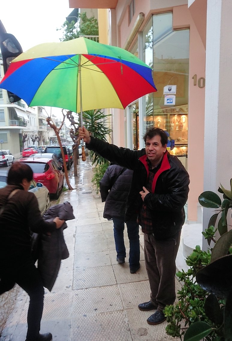 アテネ市内のお土産物屋さんを訪問する