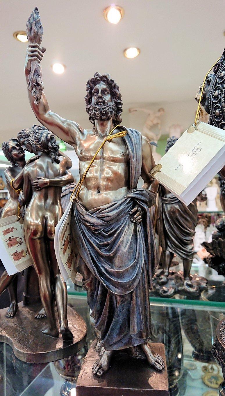 アテネ市内のお土産物屋さんの店内の様子