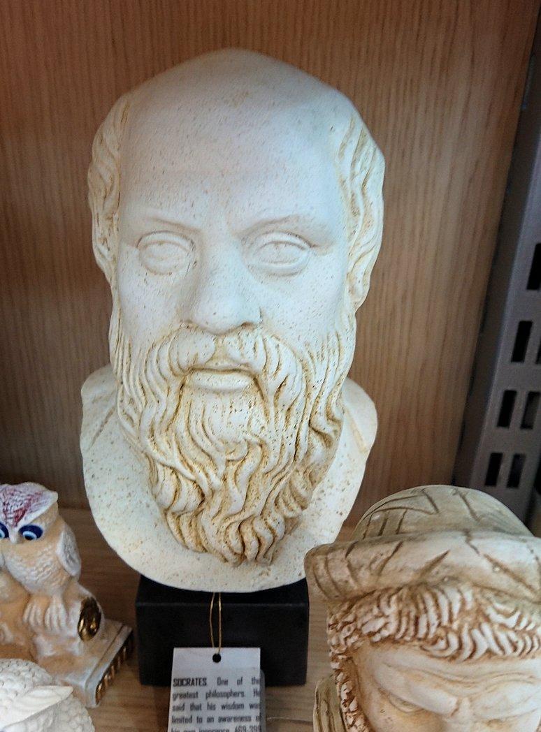 アテネ市内のお土産物屋さんを物色する5