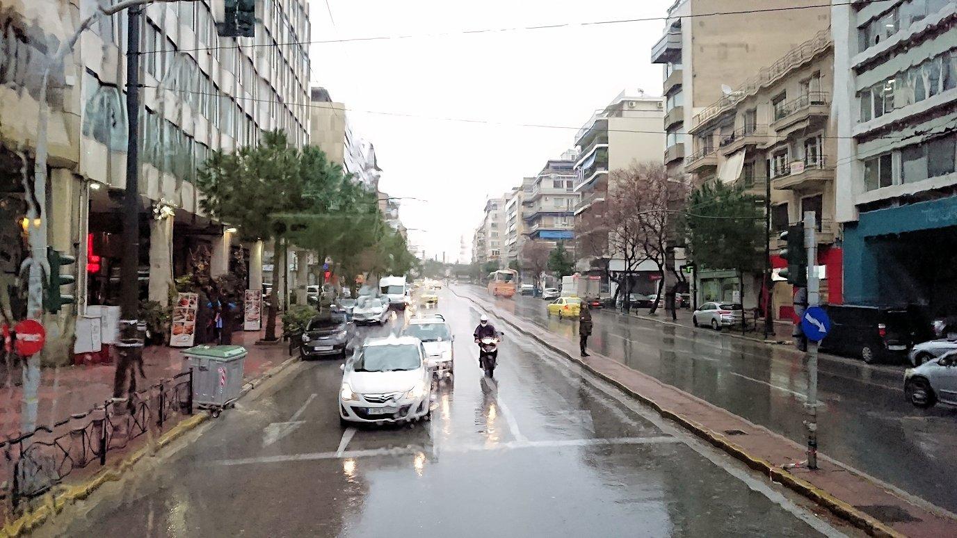 アテネ市内で昼食会場へ向かう