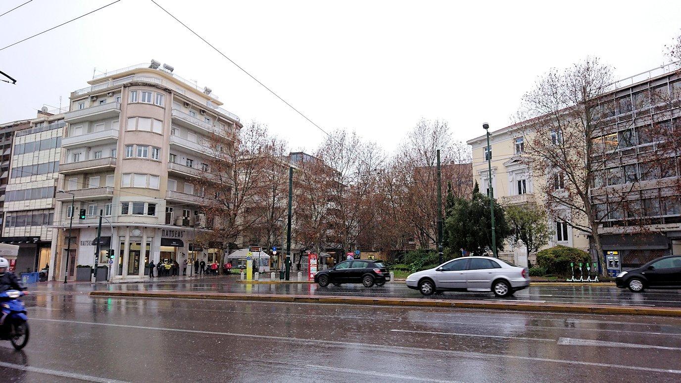 アテネ市内で昼食会場へ向かう3
