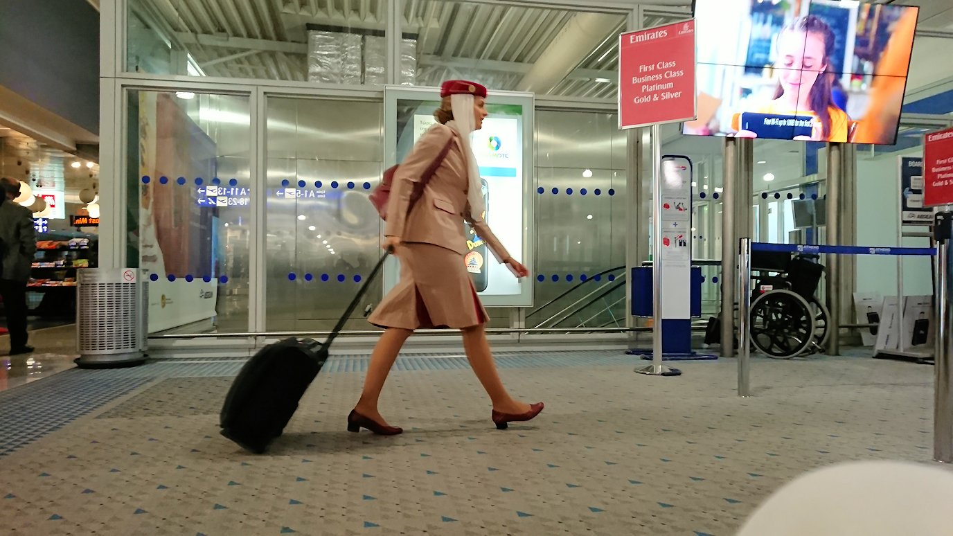 アテネ空港の国際線ターミナルでの様子7