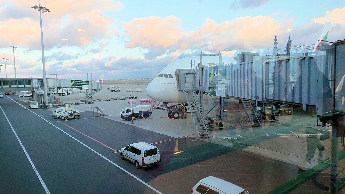 ギリシャから帰りのドバイ空港から関空に向かう飛行機にて関空に到着する