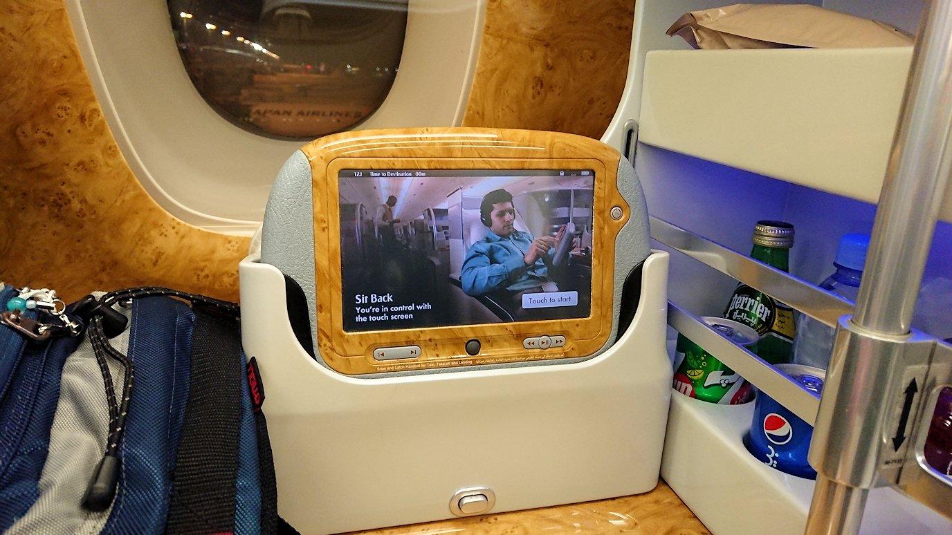 関西国際空港からビジネスクラスに乗り喜ぶボク4