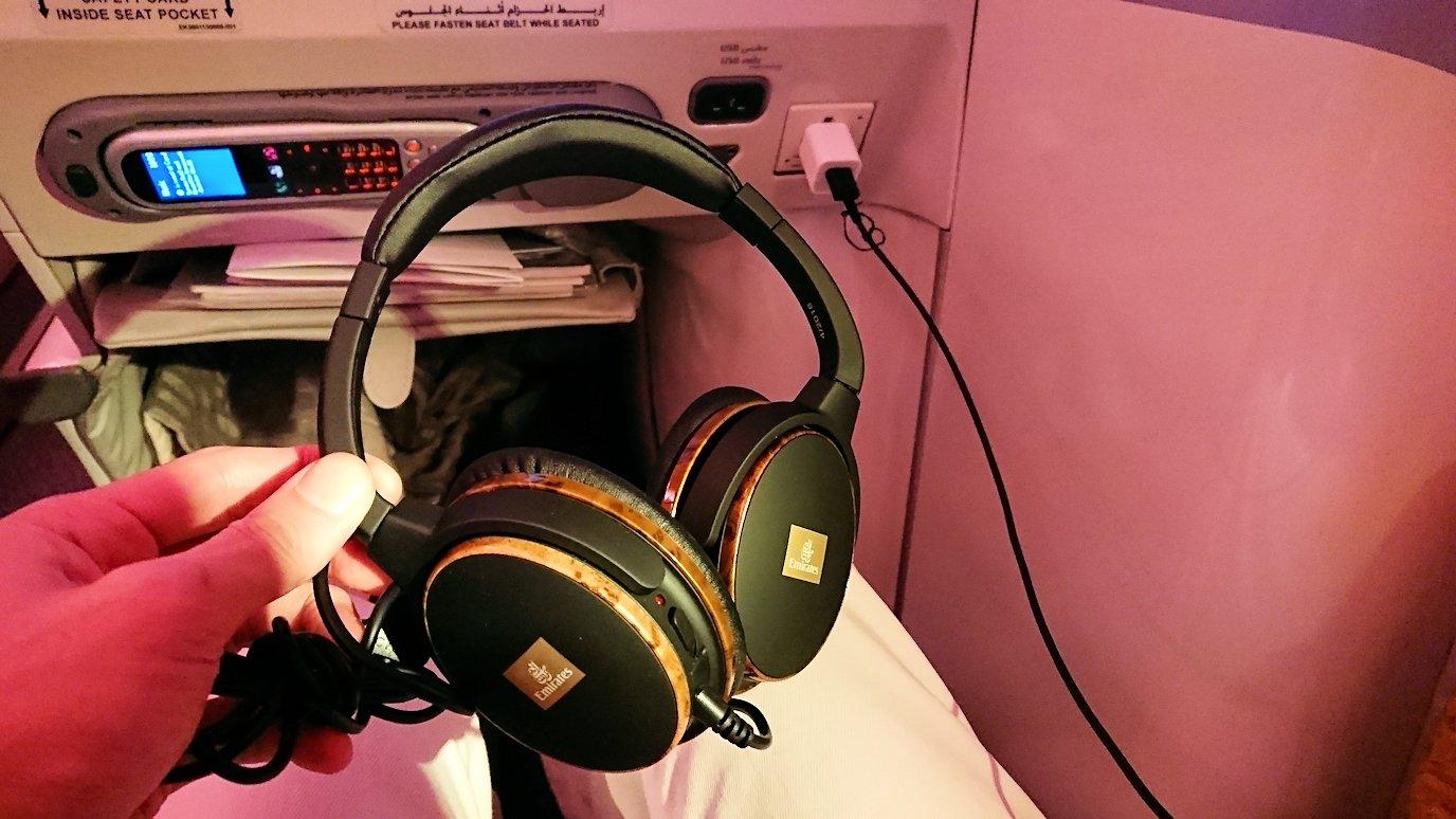 エミレーツ航空のビジネスクラスでのヘッドホン