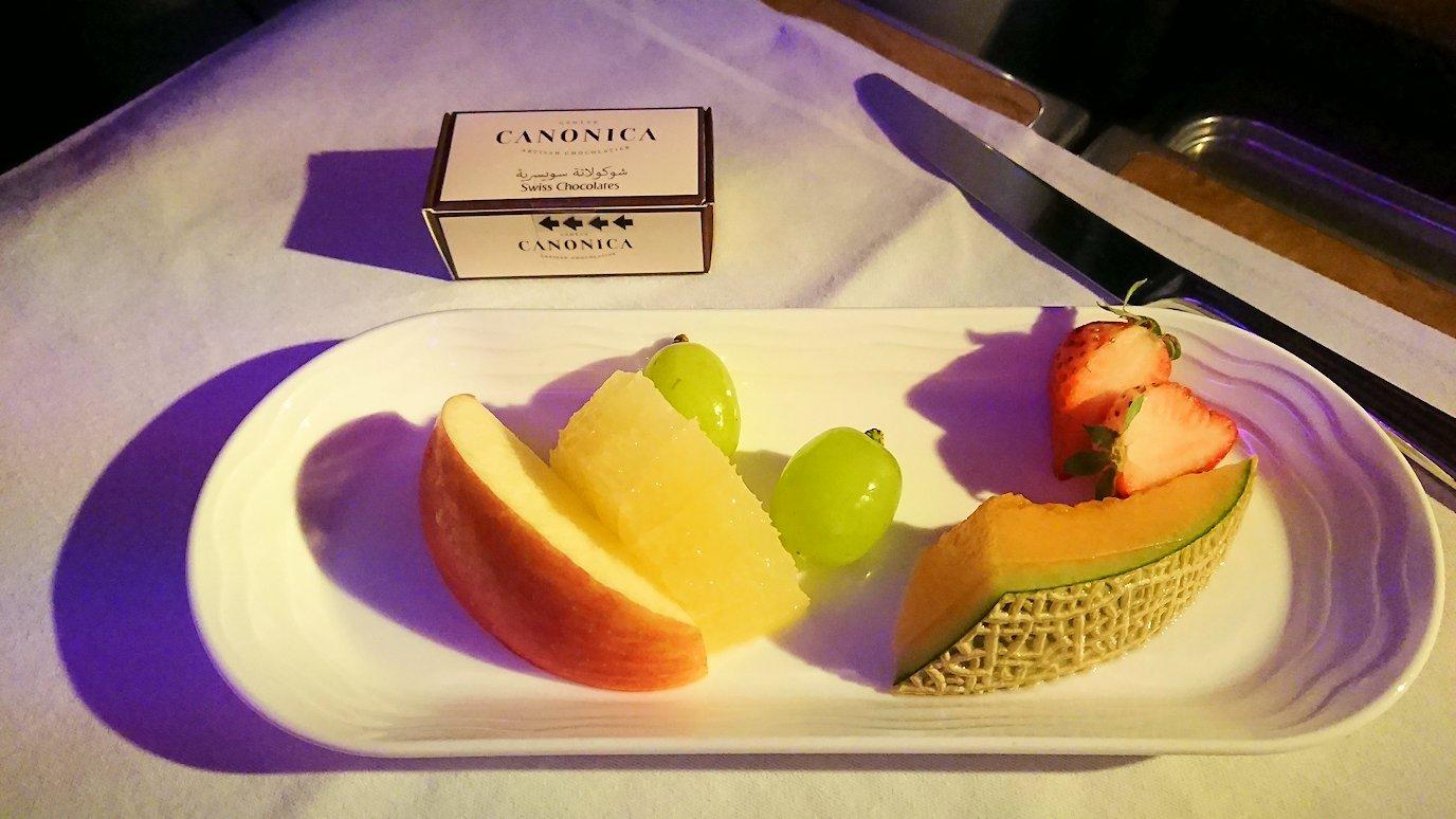 エミレーツ航空のビジネスクラスで出てきた機内食のデザート