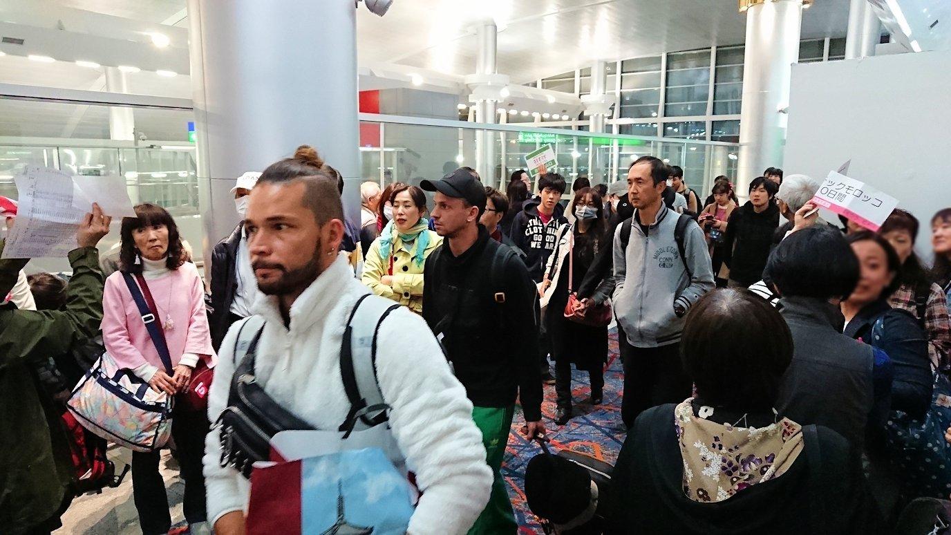 ドバイ国際空港に降り立ち乗継する