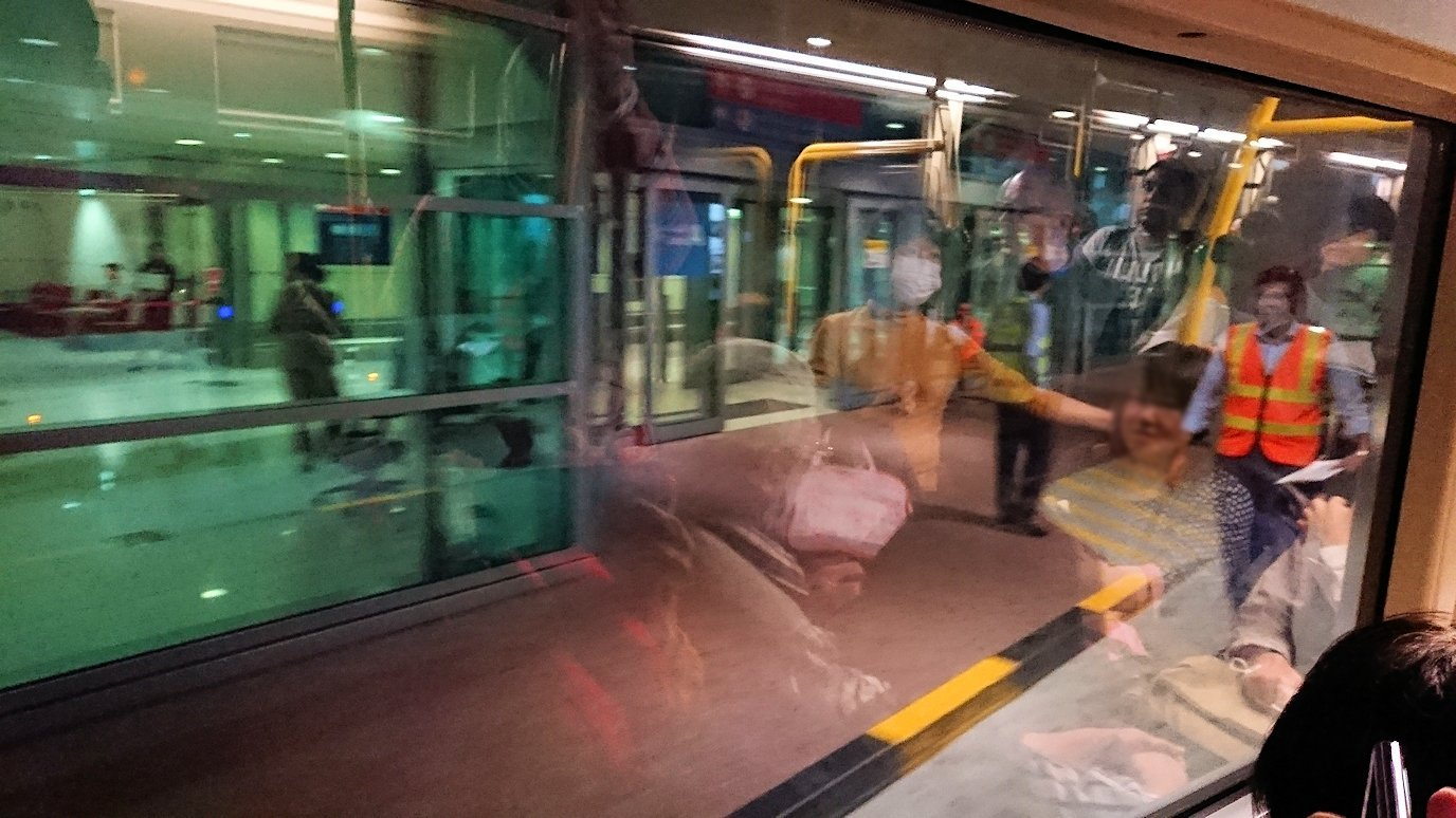 ドバイ国際空港に降り立ち乗継するバスからの景色3