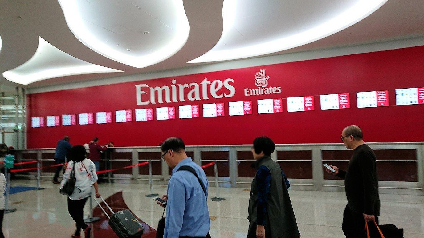 ドバイ空港で乗り継ぎに向かう途中2