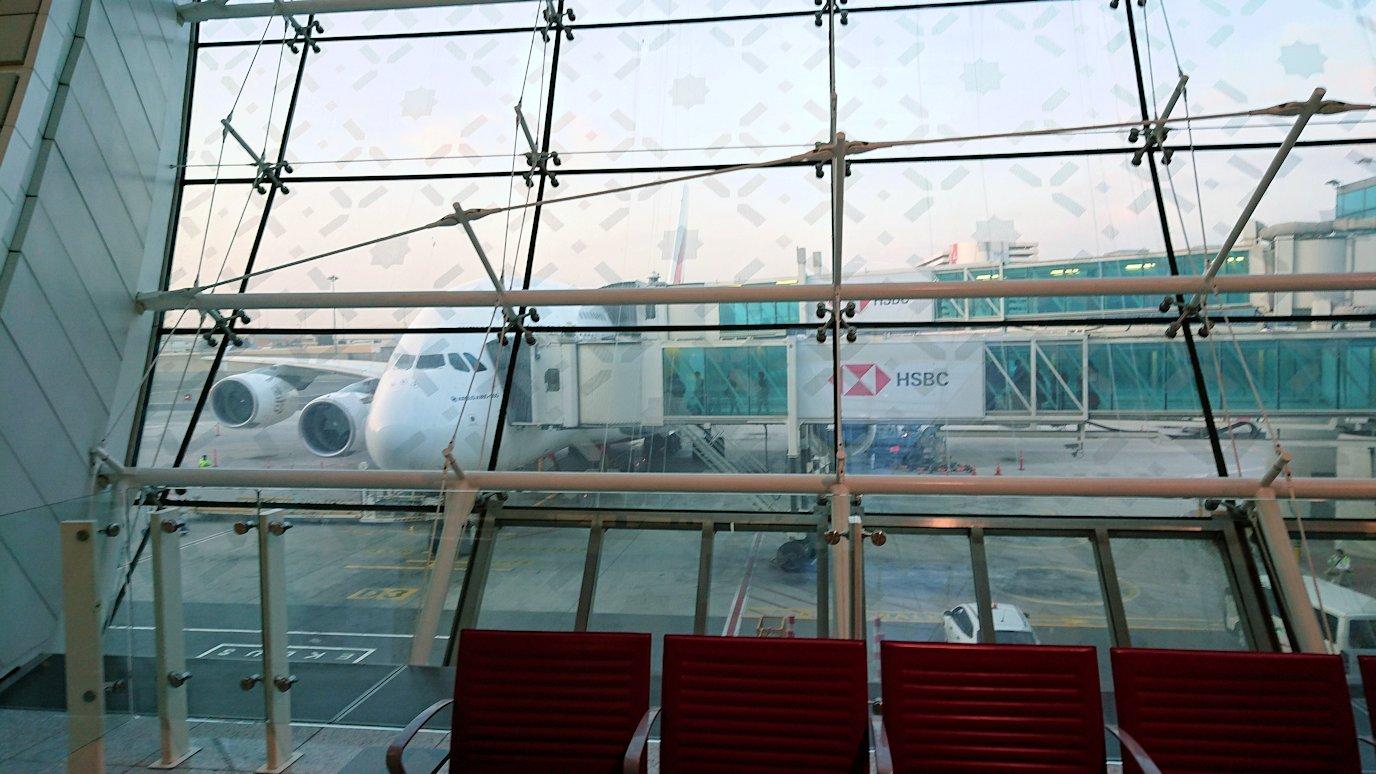 ドバイ空港で乗り継ぎに向かう途中5