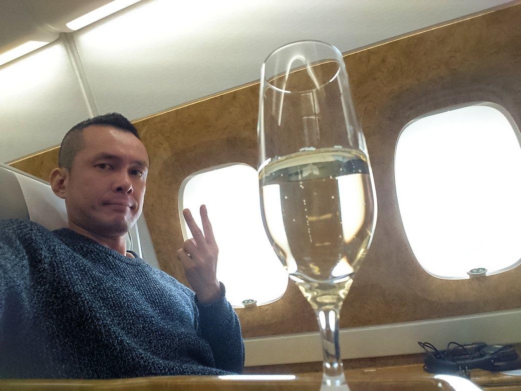 カサブランカまで向かうエミレーツ航空A380-800の飛行機のビジネスクラスにて3