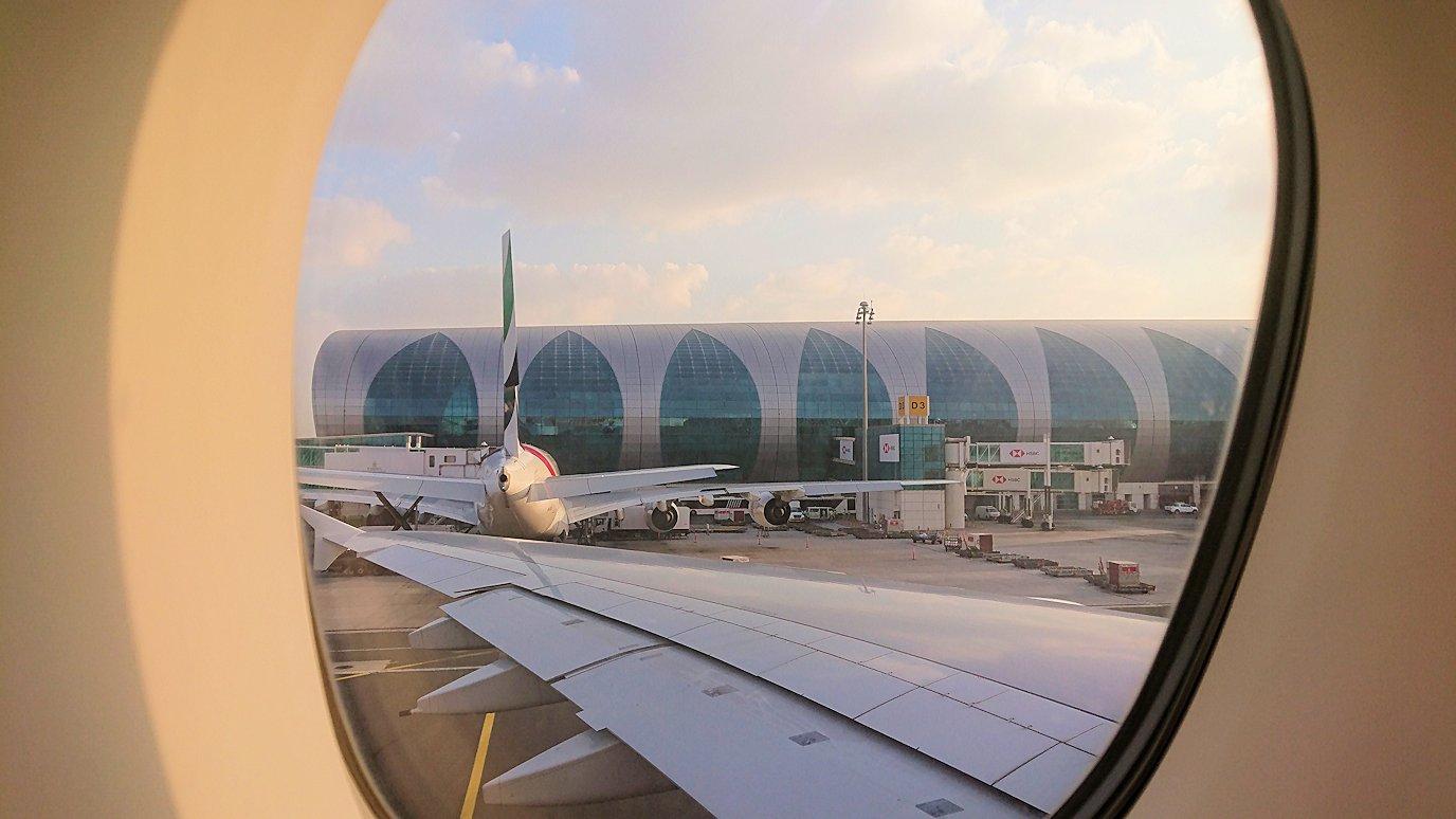 カサブランカまで向かうエミレーツ航空A380-800の飛行機のビジネスクラスにて4