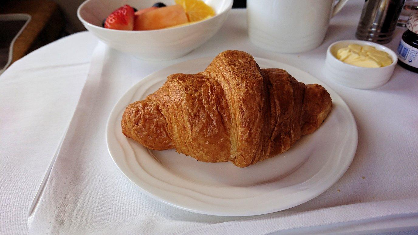 カサブランカまで向かうエミレーツ航空A380-800の飛行機のビジネスクラスでの朝食6