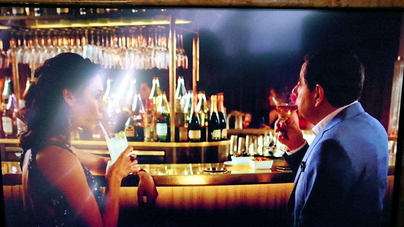 カサブランカまで向かうエミレーツ航空A380-800の飛行機のビジネスクラスでミスタービーンの映画を見る2