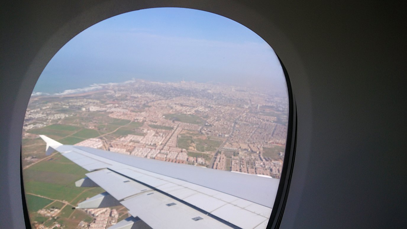 カサブランカまで向かうエミレーツ航空A380-800の飛行機のビジネスクラスの窓からの景色2