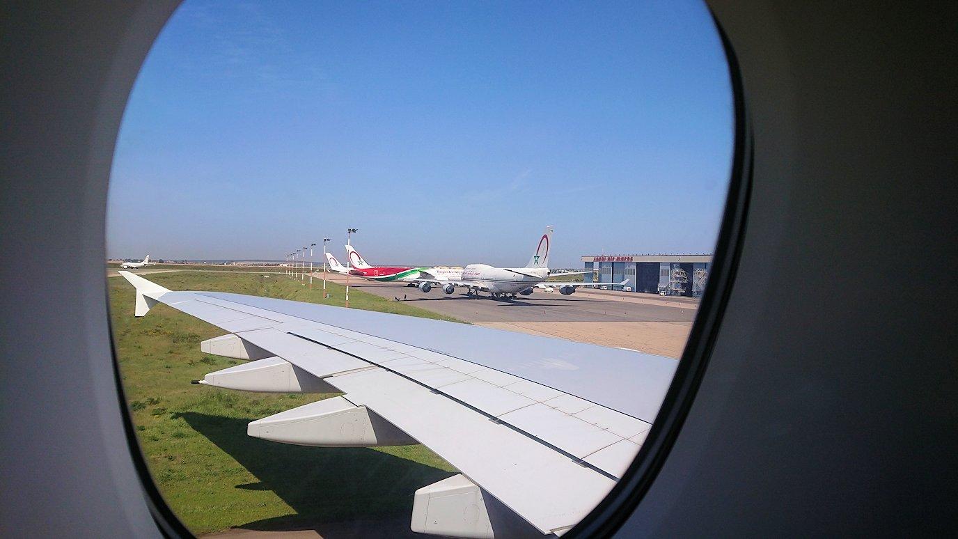 カサブランカまで向かうエミレーツ航空A380-800の飛行機のビジネスクラスの窓からの景色3