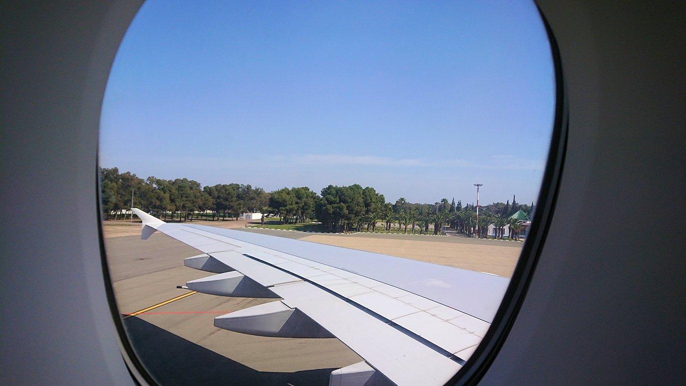 カサブランカまで向かうエミレーツ航空A380-800の飛行機のビジネスクラスの窓からの景色4