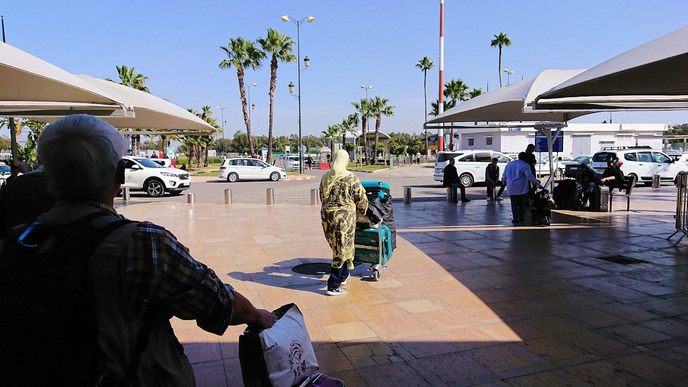 カサブランカ空港でバスに移動します3