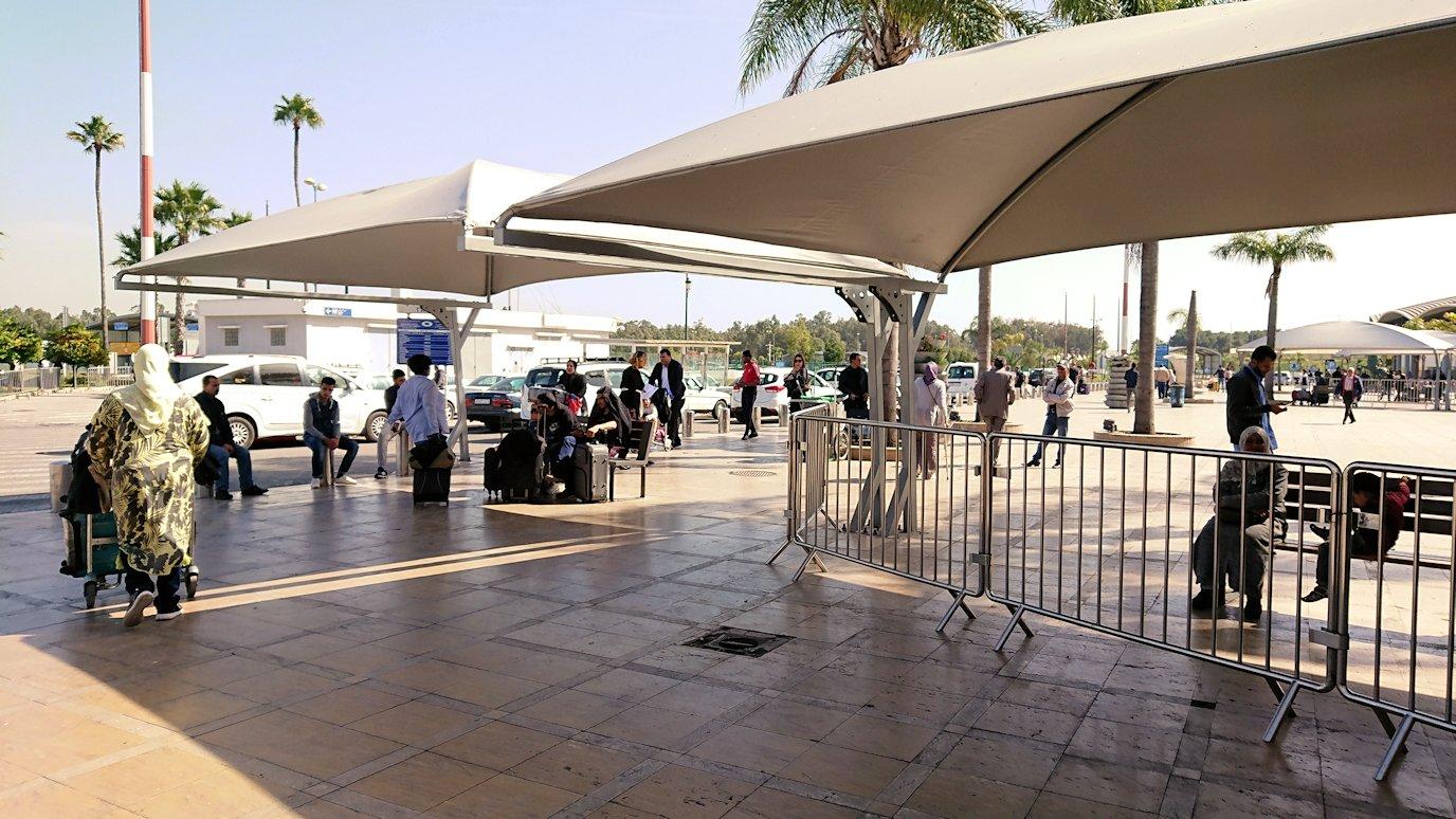 カサブランカ空港でバスに移動します4