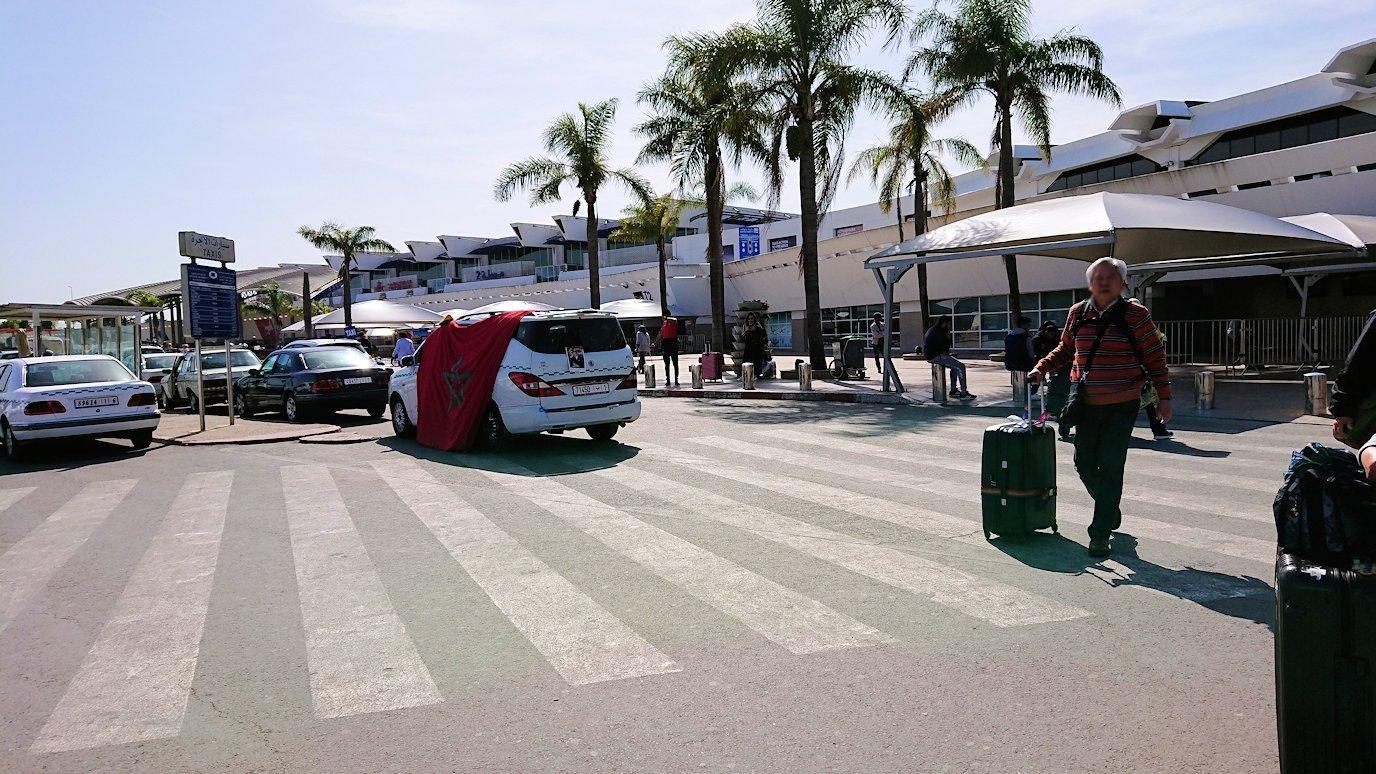 カサブランカ空港でバスに移動します6