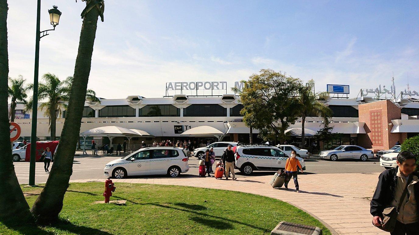 カサブランカ空港でバスに移動します7
