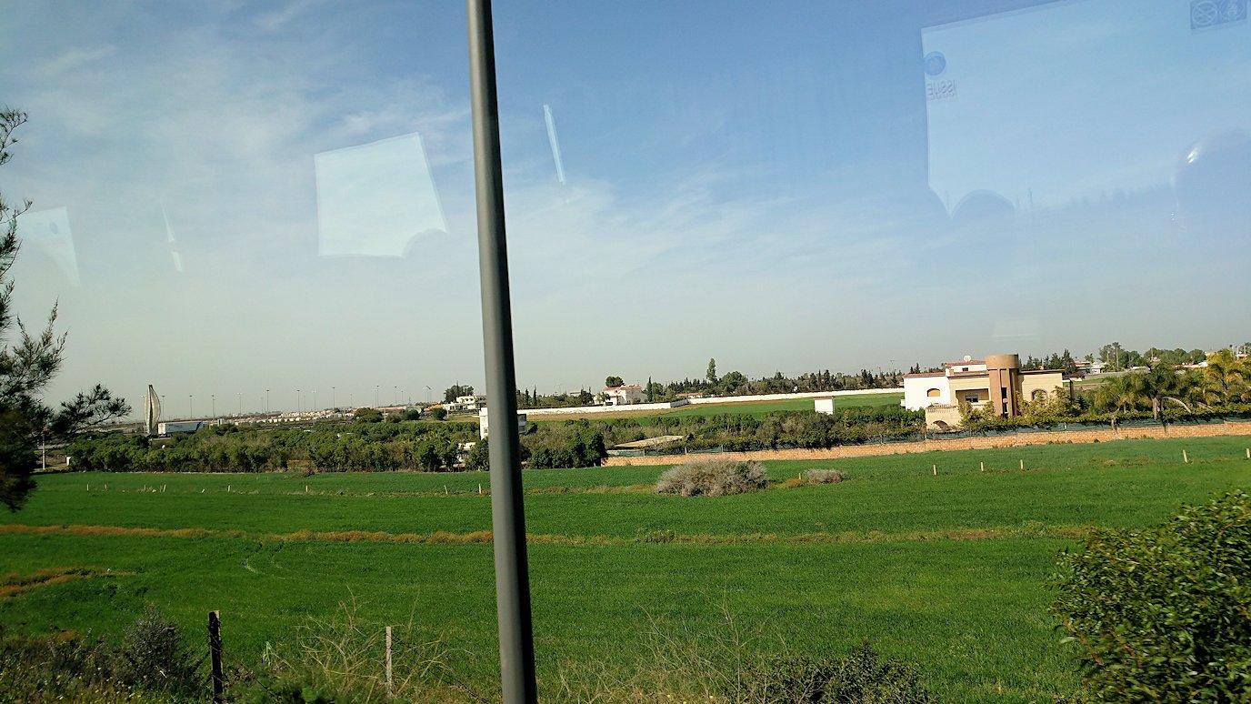 カサブランカ空港を出てバスに乗り込み市街地に向かう6