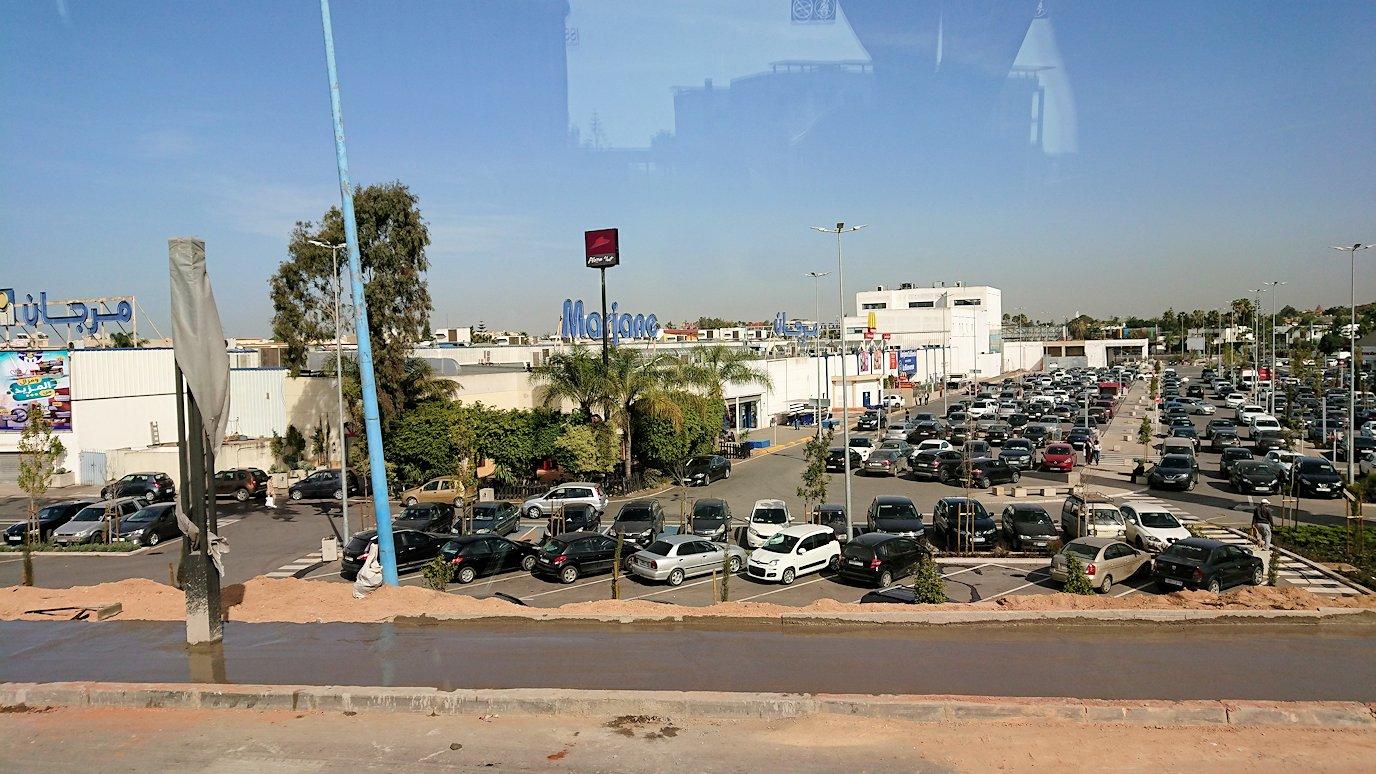 カサブランカ空港を出てバスで移動する時に見えた景色2