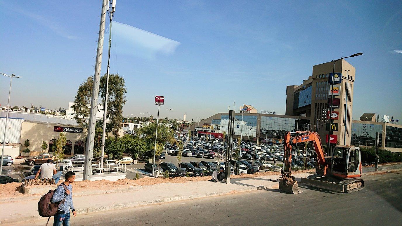 カサブランカ空港を出てバスで移動する時に見えた景色3