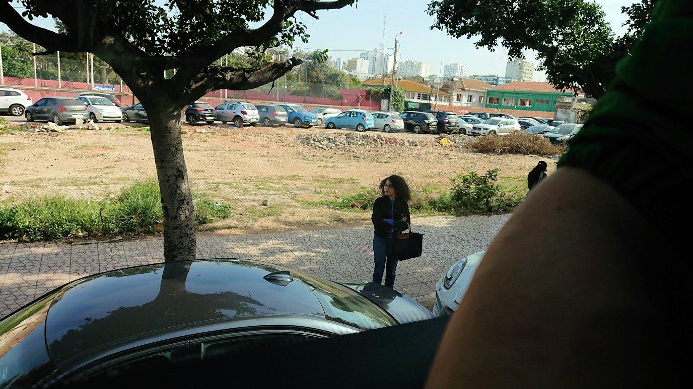 カサブランカ空港を出てバスで移動する時に見えた風景