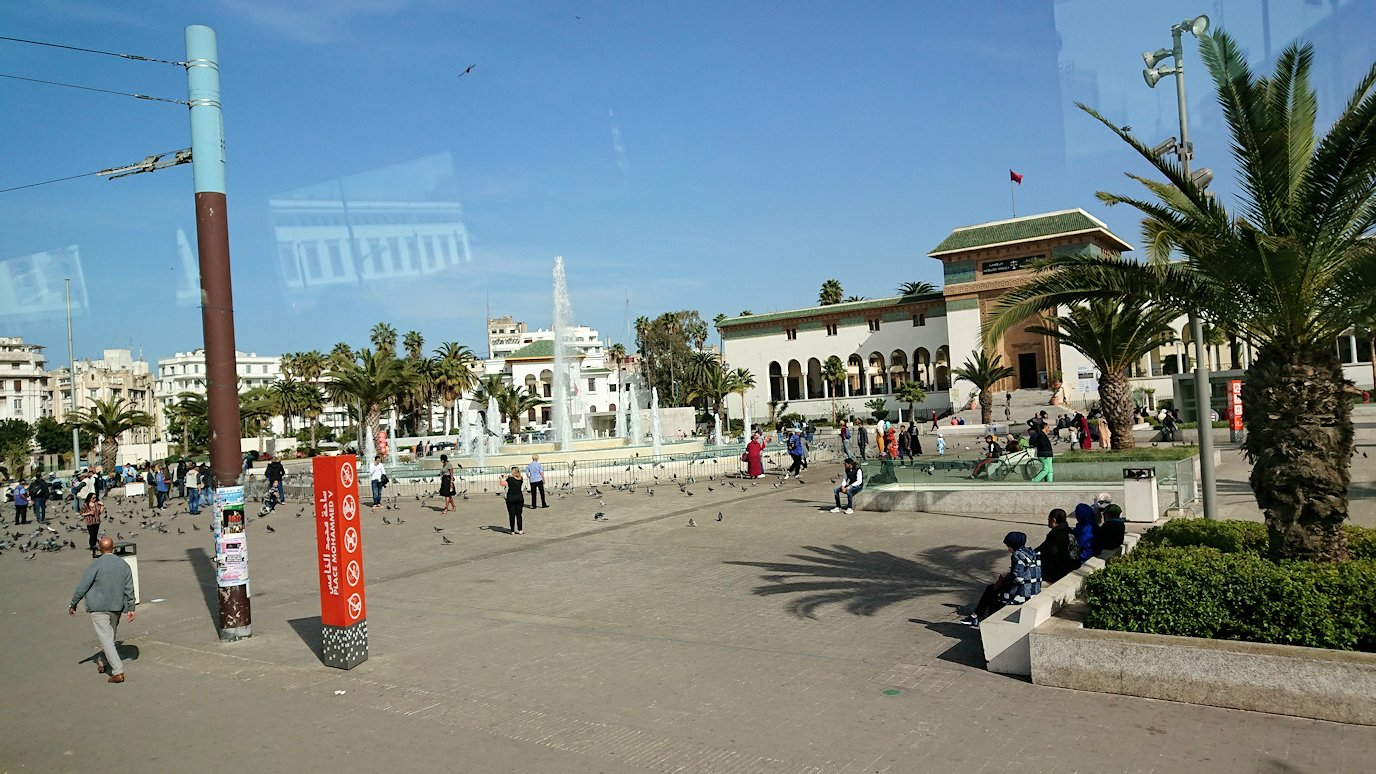 カサブランカのムハンマド5世広場に到着