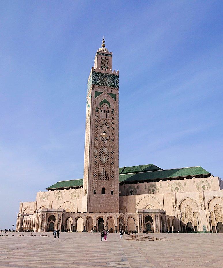 カサブランカのハッサン2世モスクに到着して写真を撮る3