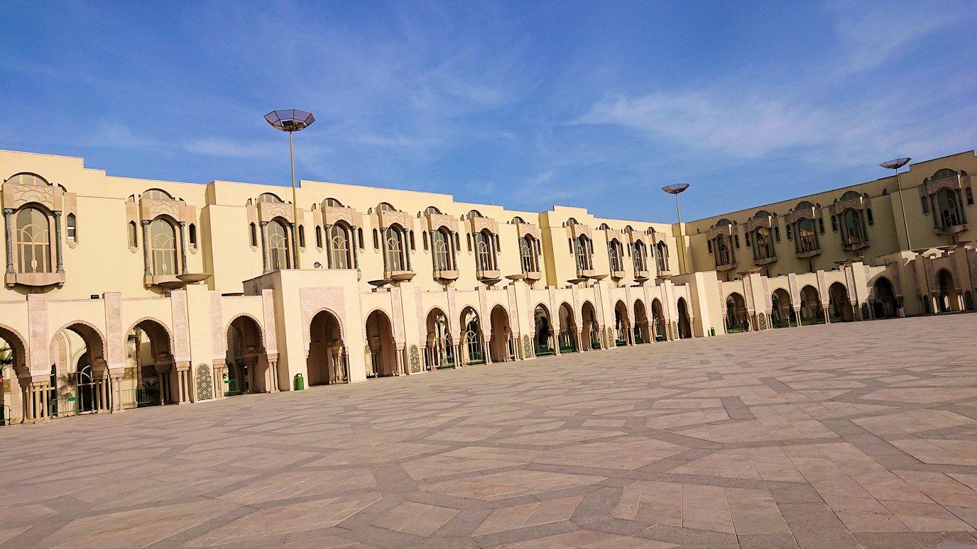 カサブランカのハッサン2世モスクに到着して写真を撮る4