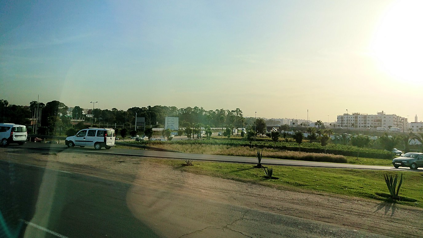 カサブランカの宿泊するホテルにバスで向かう5
