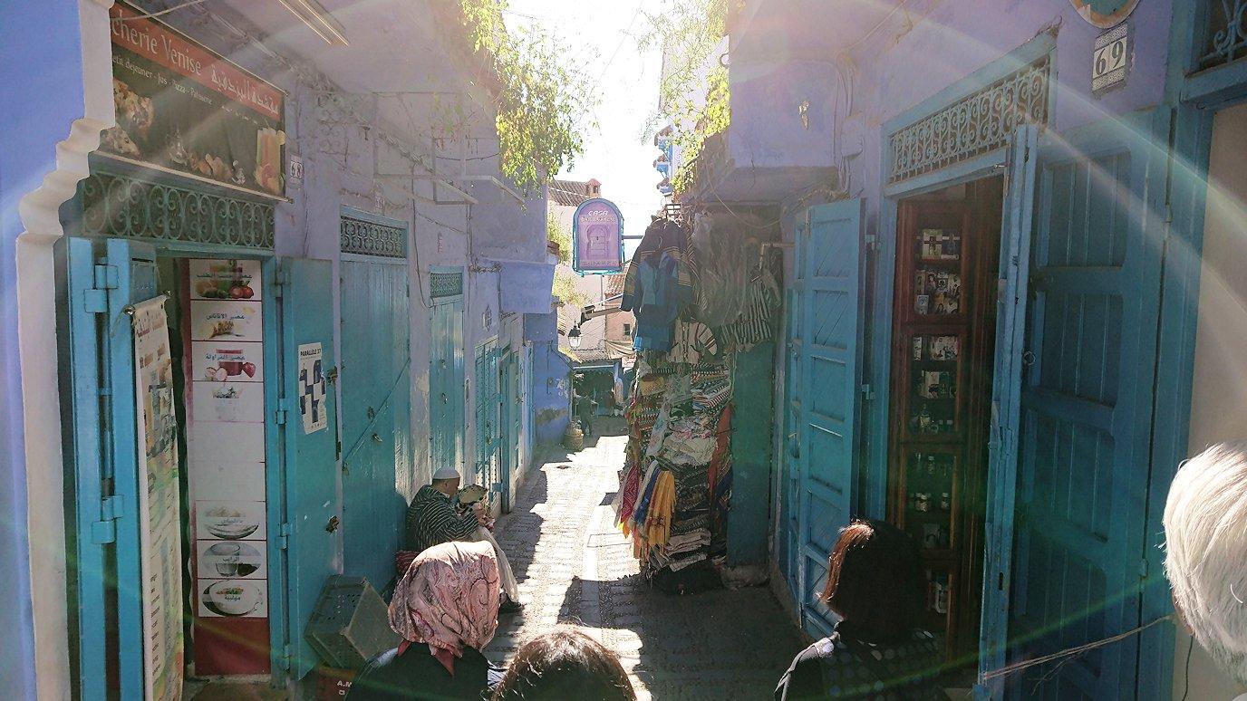 モロッコのシャウエンの街で観光が終了し戻る2