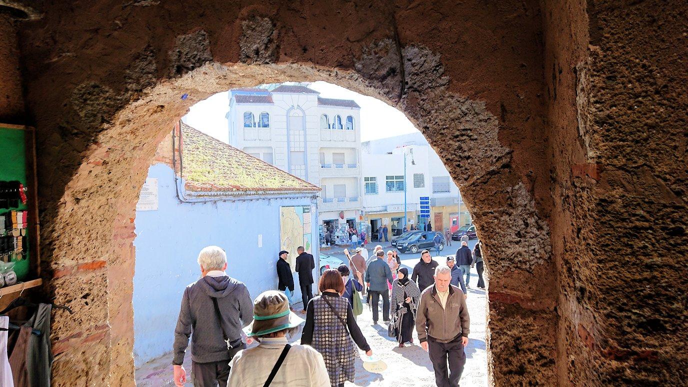 モロッコのシャウエンの街で観光が終了し戻る7