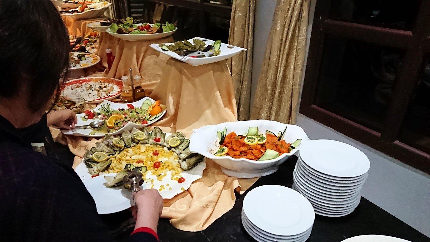 フェズのザラー・パーク・パレスホテルのレストラン会場の様子
