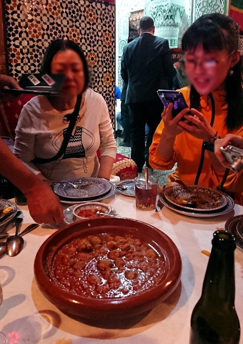 フェズのメディナ(旧市街地)で昼食を楽しむ1