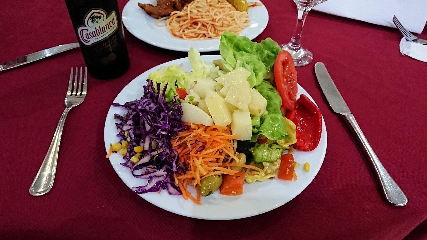 フェズのホテルにて夕食を食べる