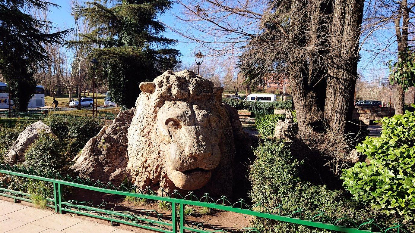 モロッコのイフレンの街に到着しアトラスライオンと対面