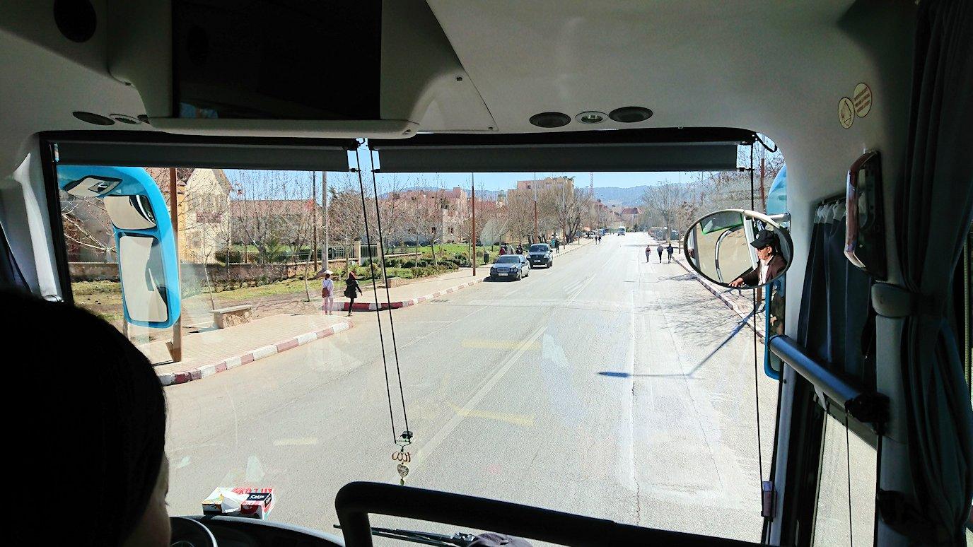 モロッコでイフレンの街からミデルトに向かう途中の景色2