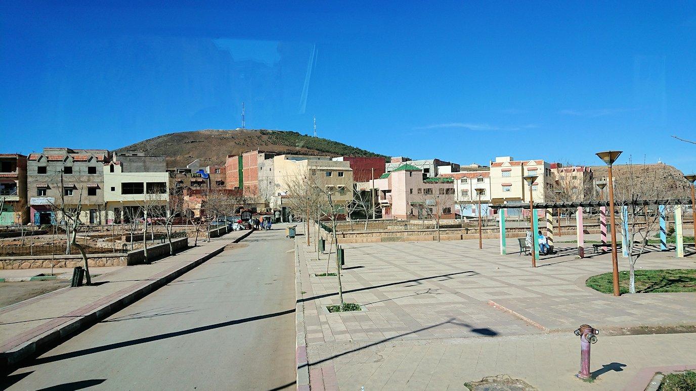 モロッコでイフレンの街からミデルトに向かう途中の景色3