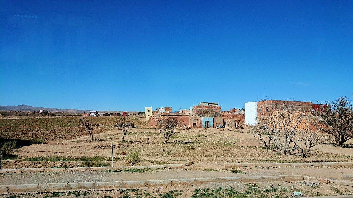 モロッコのミデルトに向かう途中の様子8