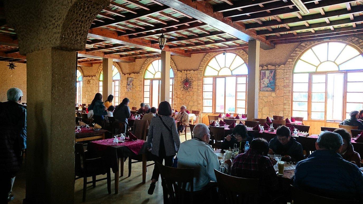 モロッコのミデルトのタダートホテル内のレストランにて2