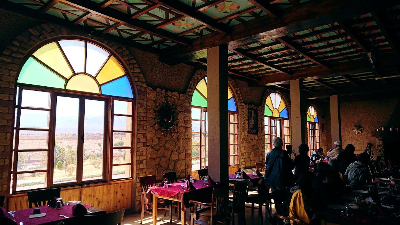 モロッコのミデルトのタダートホテル内のレストランにて5