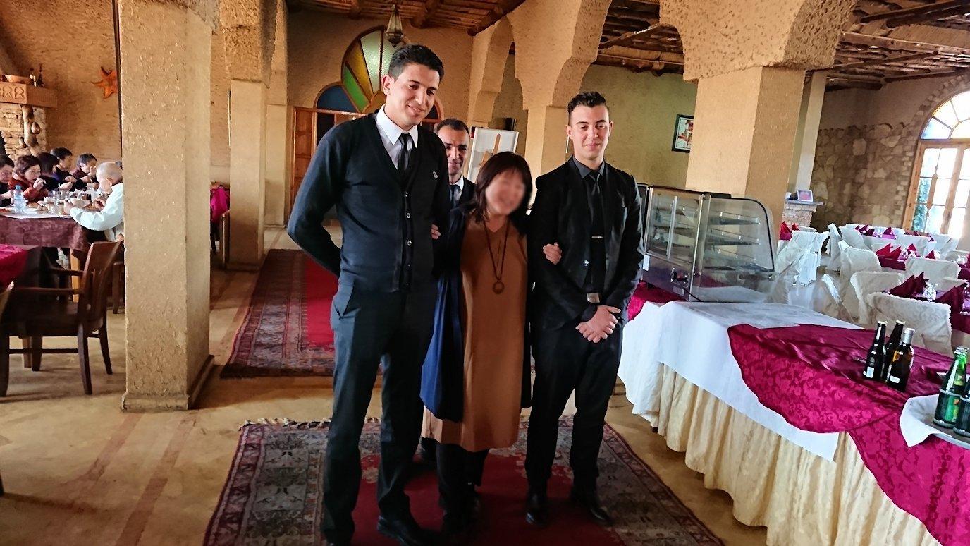 モロッコのミデルトのタダートホテル内のレストランにて9