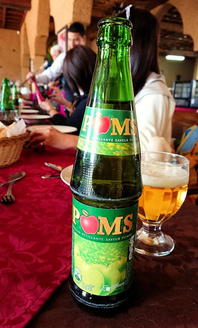 モロッコのミデルトのタダートホテル内のレストランでの昼食の様子6